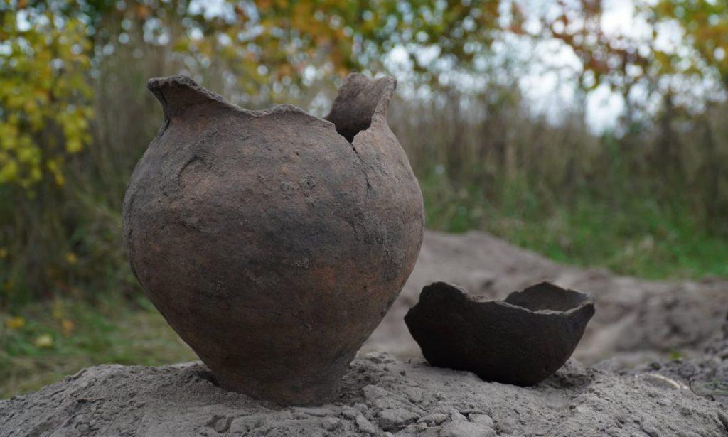 Виявлено яскраві зразки ліпної кераміки на поселенні Котельва ІІ
