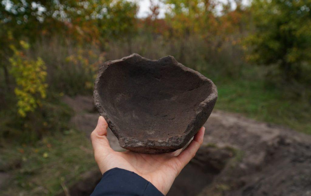 виявлено яскраві зразки ліпної кераміки